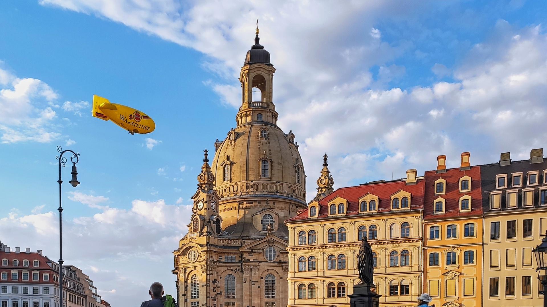 Zeppelin an der Frauenkirche